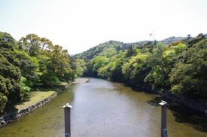 宇治橋から望む五十鈴川