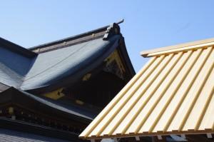 神楽殿の屋根と五丈殿の屋根(内宮)