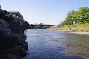 新橋の上流側(五十鈴川)