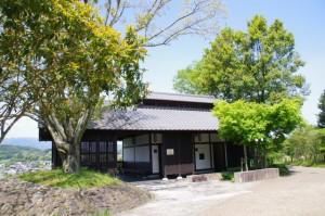 高松塚周辺地区公園の休憩所(文武天皇陵付近)