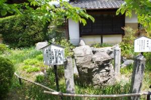 三光石、阿字池(橘寺)