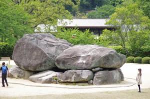 分岐(4813)付近の高台から望む石舞台古墳
