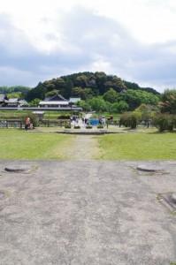 川原寺跡から橘寺方向を望む