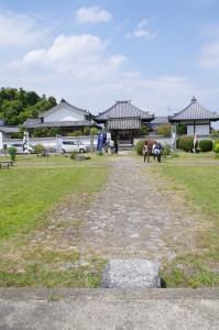川原寺跡から弘福寺方向を望む