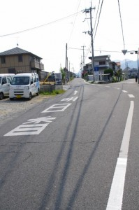 歌碑(640)の先、「二又右の道へ」の地点