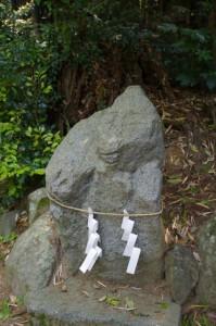 ?石(飛鳥坐神社)