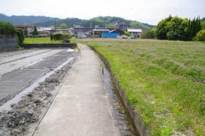 伝飛鳥板蓋宮跡から望む明日香村役場