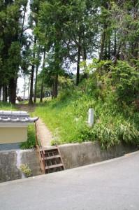 菖蒲池古墳への鉄階段