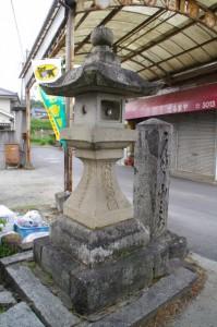 豊年橋付近の常夜燈と道標