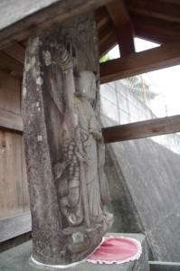 近鉄 踏切道 岡寺第一号付近の石仏