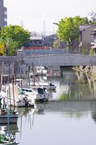 七里の渡し跡付近から望む堀川