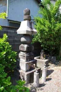 狩野光信の墓の説明板(壽量寺)