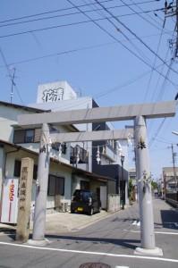 立阪神社の社標、鳥居