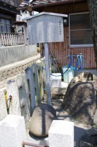 八幡神社の力石