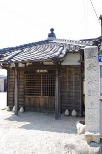 八田第一自治会集会所隣の地蔵堂(2300)