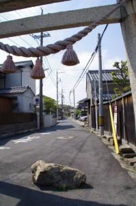志氐神社の鳥居(2943)と参道