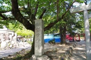 諏訪神社の社標(諏訪公園)