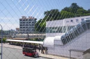 鳥羽駅連絡通路から望む近鉄鳥羽駅前