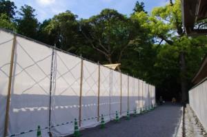 工事用のフェンスに囲われた九丈殿と五丈殿(外宮)