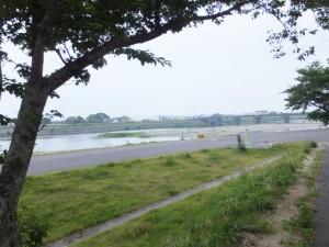 右岸堤防から望む度会橋(宮川)