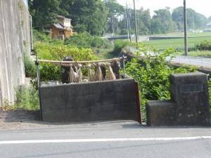 汁谷橋(汁谷川)の袂にある庚申塚