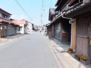 萱町の神社隠し(側溝の蓋に注意)