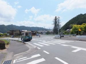 「熊野街道 新宮まで146km」の道標付近
