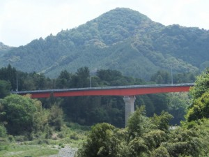 宮川ダム 柳原警報所付近から望む田口大橋(宮川)