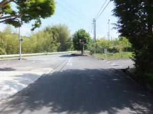 神瀬橋から国道42号線への交差点手前