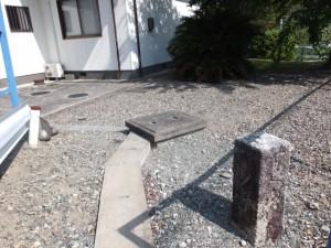 道標(下楠農業集落多目的集会施設の敷地内)