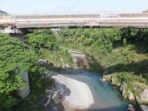 船木橋から望む宮川の上流側