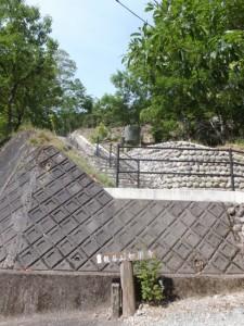 「龍谷山 妙楽寺」の道標
