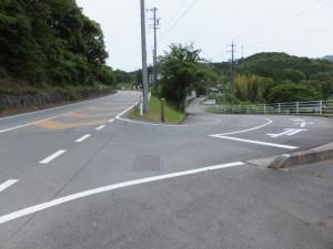 大紀町滝原と書かれた歩道橋の先の分岐