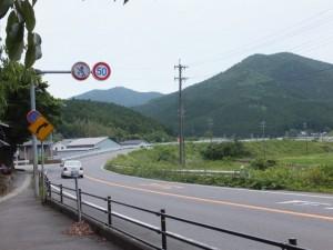 国道42号線からの分岐(左へ)