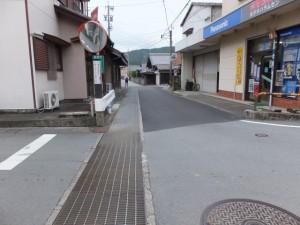 「左 八柱神社、右 阿曽温泉」の交差点