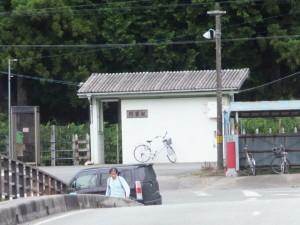 道標前から望むJR紀勢本線 阿曽駅