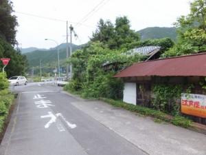 国道42号線との合流点(国昌寺の石碑付近)