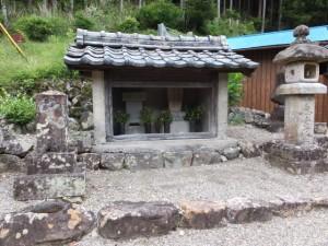 庚申堂(国道から側道へ入ったところ)