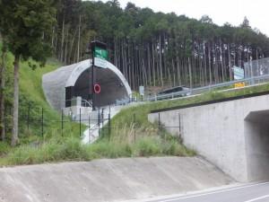 紀勢自動車道 紀勢荷坂トンネル付近