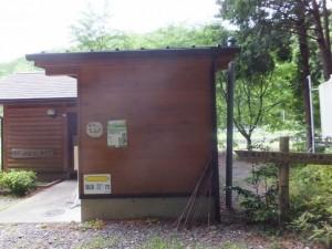 ツヅラト花広場駐車場付近のトイレ