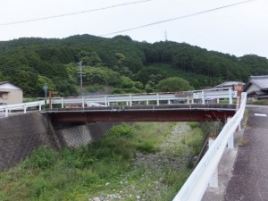 次の橋を渡り返す(左へ)
