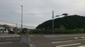 国道42号線新長島橋北交差点と新長島橋(赤羽川)