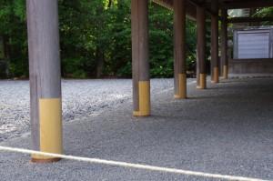 五丈殿の修繕された柱(外宮)