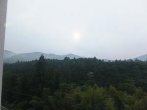 JR紀勢本線から望む不機嫌な空