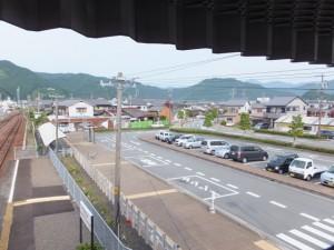 JR紀勢本線 紀伊長島駅の跨線橋から望む駅前広場