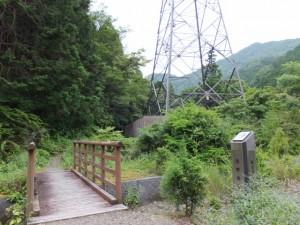 「熊野街道 新宮まで82km」の道標付近