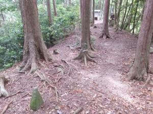 茶屋跡の石碑から望む始神峠