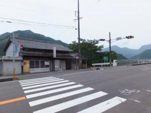 両郷橋北交差点(国道42号)