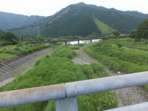 両郷橋から望む船津川