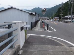 両郷橋(船津川)の南詰(左折)